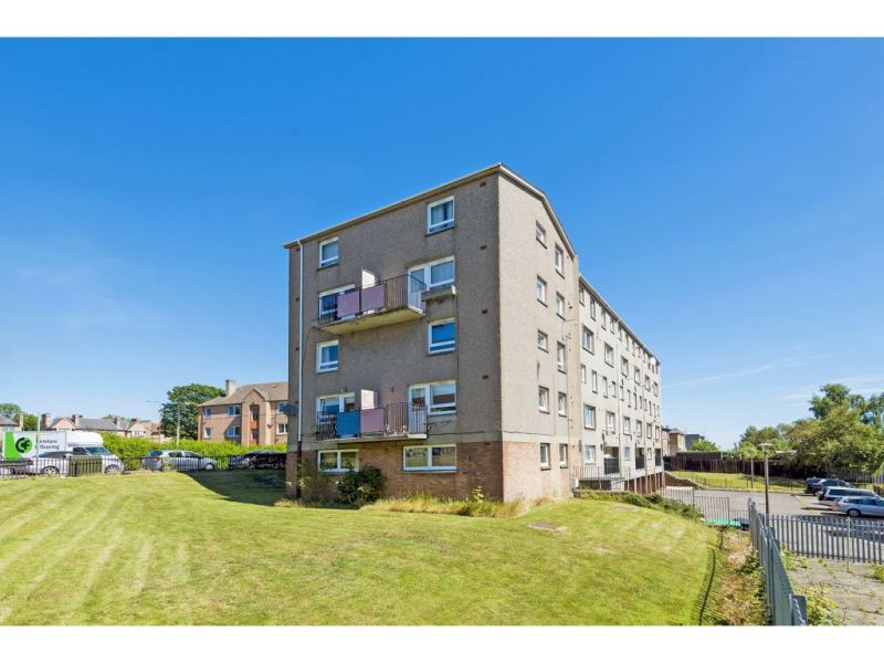 6/10 Northfield Farm Avenue, Edinburgh, EH8 7QN